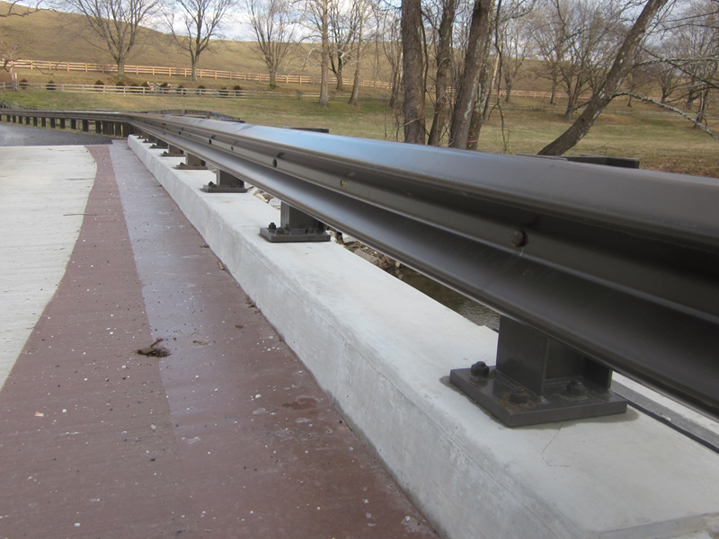 Brown Poly Coated Traffic Barrier with Beam Gurdrail Driven and Structure Mounted